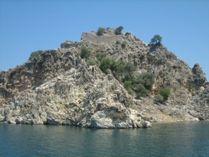 We snorkled all around this island in Keci Buku and saw remnants of the old Fortress on the bottom